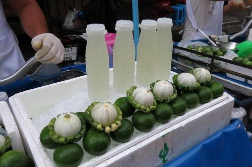 Limonade plus que fraîche au marché de Bangkok