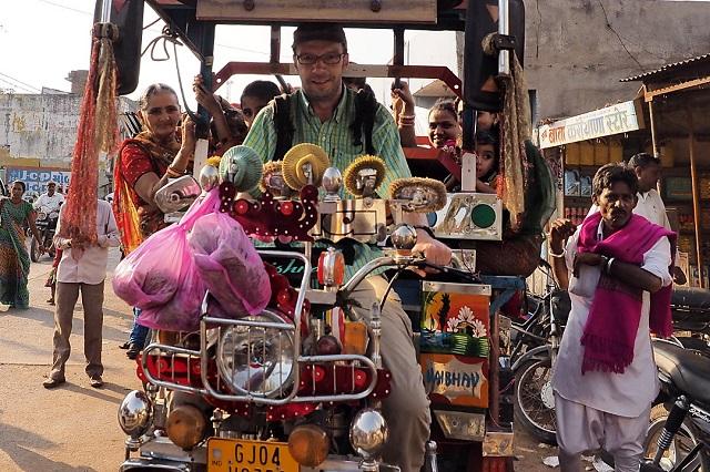 Moi en conducteur de rickshaw à Palitana en Inde. Une reconversion possible?