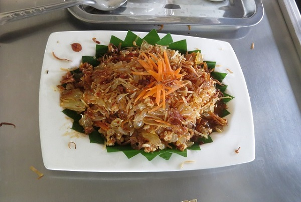 Salade épicée au pomelo - Apple & Noi - Kanchanaburi, Thailande