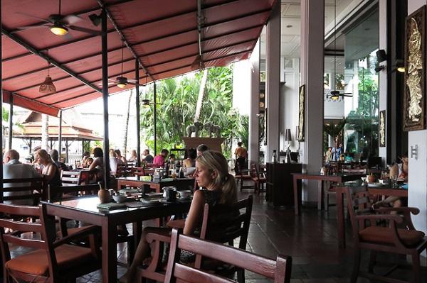 Salle à manger extérieure - Anantara Riverside - Bangkok, Thailande