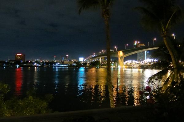 Vue de nuit de la chambre - Anantara Riverside - Bangkok, Thailande