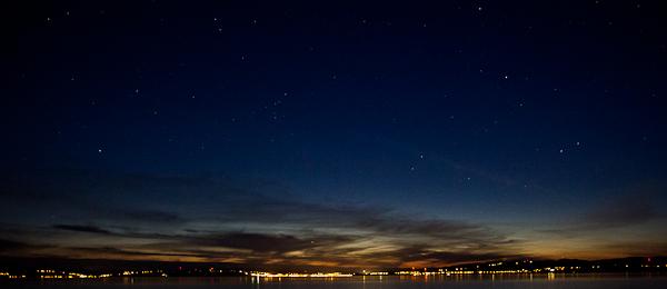 À la nuit tombée, vue de l'Auberge des Îles, Kamouraska