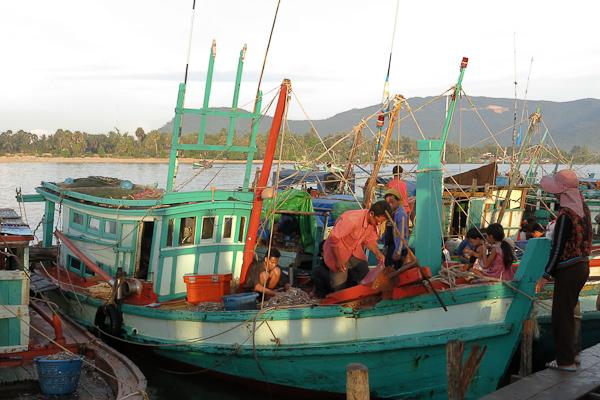 Bateaux du marché aux poissons - Kampot, Cambodge