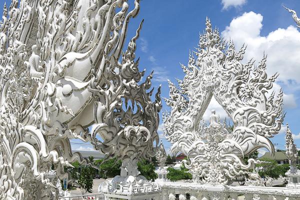 Détails de la passerelle du Temple Blanc (White Temple) - Chiang Rai, Thaïlande