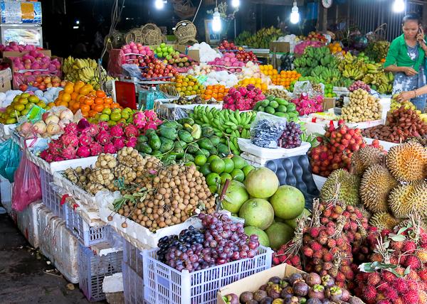 Des tonnes de fruits ultra frais - Siem Reap Street Food By Night tour - Cambodge