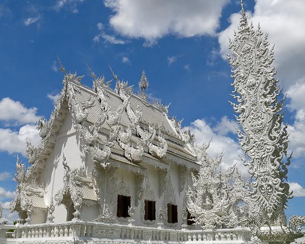 En s'éloignant du Temple Blanc (White Temple) - Chiang Rai, Thaïlande