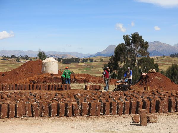 Fabrication d'habitations avec des briques en terre - Vallée sacrée - Pérou