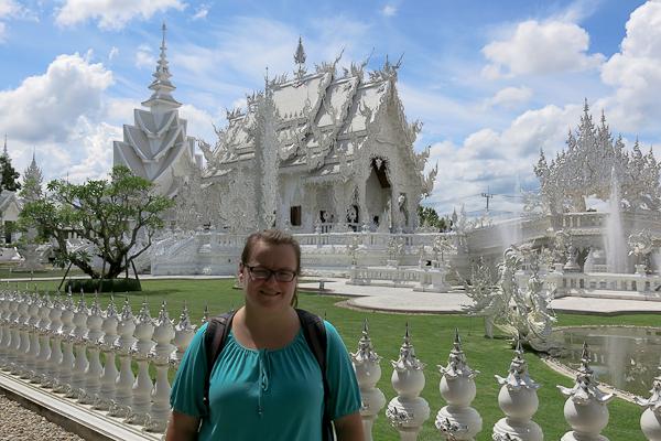 Jennifer au Temple Blanc (White Temple) - Chiang Rai, Thaïlande