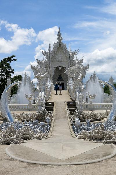 L'entrée remarquée du Temple Blanc (White Temple) - Chiang Rai, Thaïlande