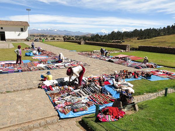 Marché aux puces de lainages en tous genre - Vallée sacrée - Pérou