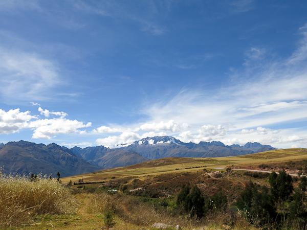 Montagnes au loin dans la vallée sacrée - Pérou