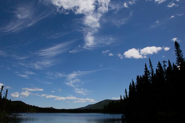 Nuages sur le lac Petit Cascapédia - L'Auberge Gîte du Mont-Albert, Gaspésie