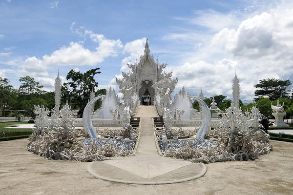 Parfaite symétrie au Temple Blanc (White Temple) - Chiang Rai, Thaïlande