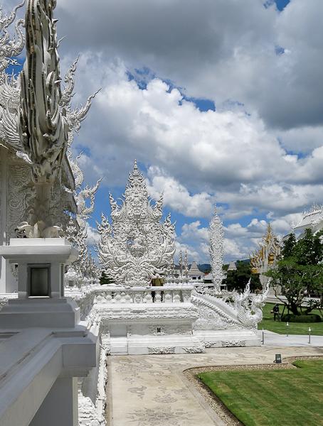 Sur le terrain du Temple Blanc (White Temple) - Chiang Rai, Thaïlande