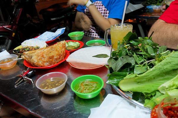 Typique, la verdure en vrac sur la table - Back of the bike tours - Ho Chi Minh - Saigon, Vietnam