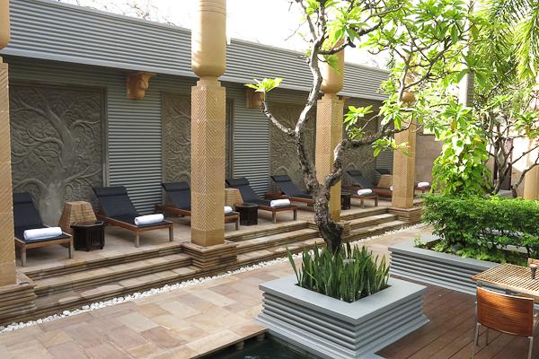 Atrium de la piscine - Park Hyatt Siem Reap, Cambodge
