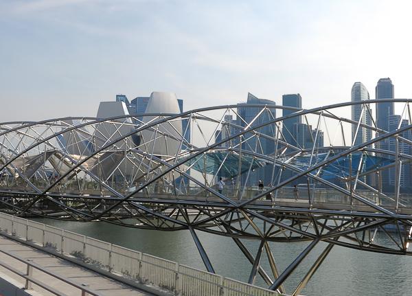 Pont Helix près de l'Esplanade - Singapour