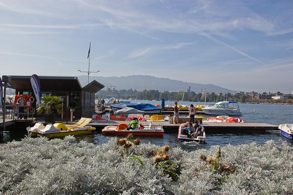 Quais et bains publiques pour se baigner dans le Limmatt - Zurich, Suisse