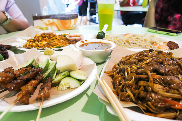 Repas au Hawker Center Airport Road - SIngapour