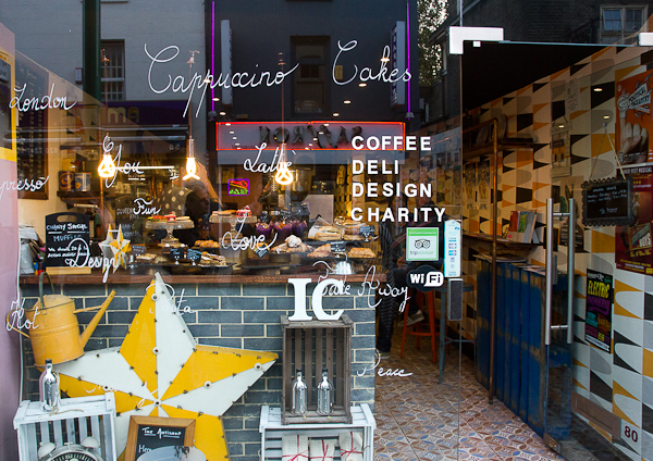 Café sur Brick Lane, Shoreditch, Londres, Royaume-Uni