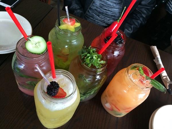 Cocktails dans pots Mason - Restaurant La Belle et La Boeuf - Centropolis Laval