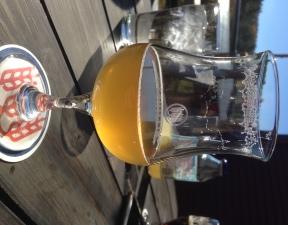 Petite bière sur la terrasse en octobre