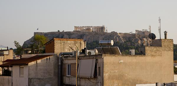 Vue sur l'Acropole de l'auberge de jeunesse City Circus - Athènes, Grèce