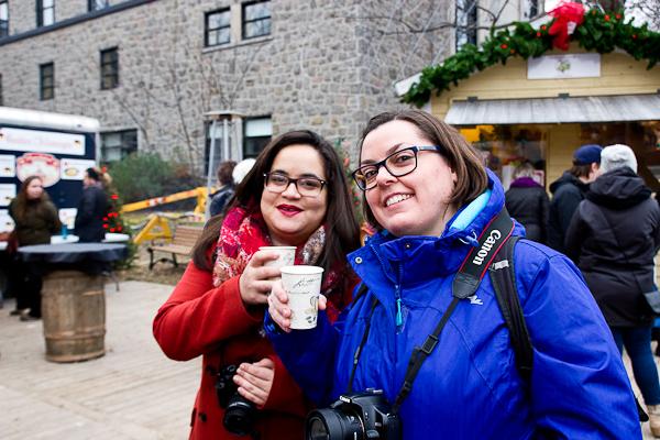 Anne et Mathilde avec leur vin chaud - Marché de Noel de L'Assomption - Lanaudière