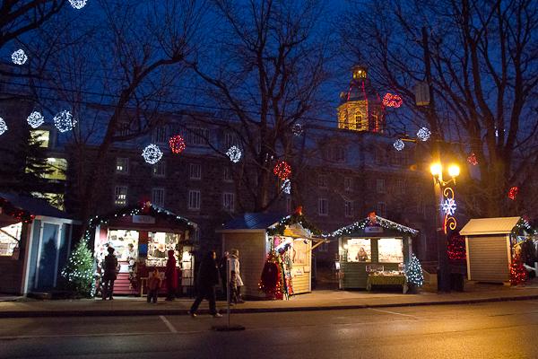 Le long du trottoir - Marché de Noel de L'Assomption - Lanaudière