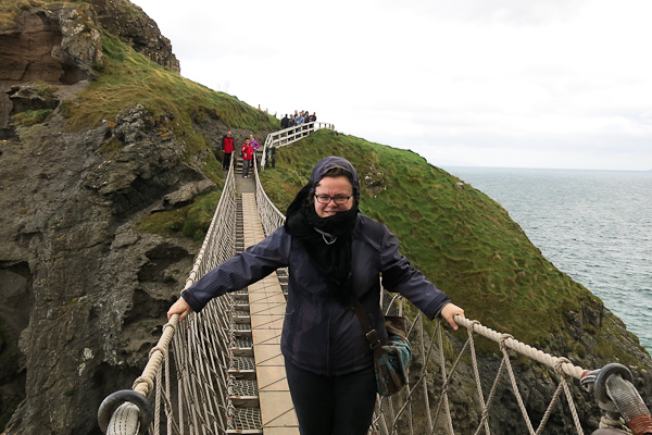 Jennifer - Carrick-a-Rede bridge - Irlande