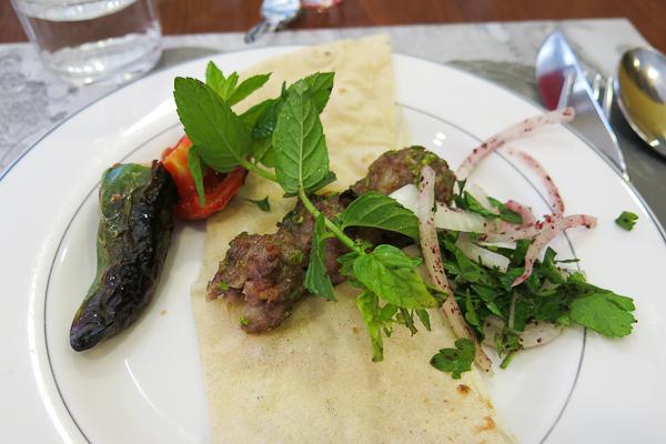 Kebab dans un restaurant d'Istanbul