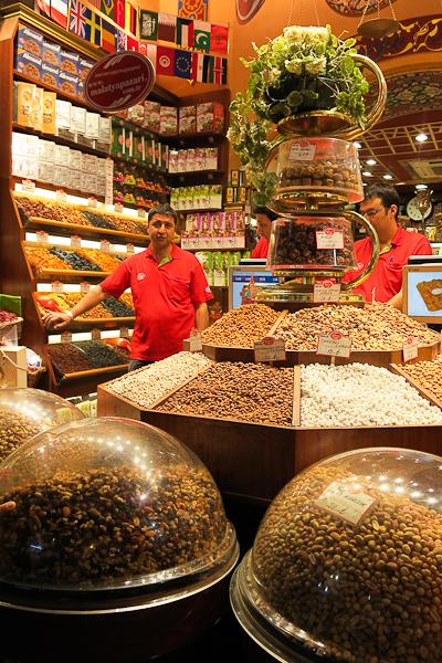 Marchand de noix en tous genres - Istanbul, Turquie
