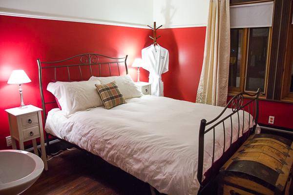 Mon lit - chambre Crème framboise - La Maison Banville - Saguenay-Lac-St-Jean