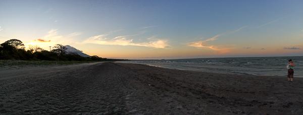Coucher de soleil sur la plage  - Ometepe, Nicaragua