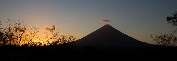 Coucher de soleil sur le volcan Concepcion - El Encanto - Ometepe, Nicaragua