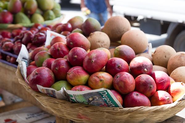 Des mangues fraîches au marché de Leon, Nicaragua