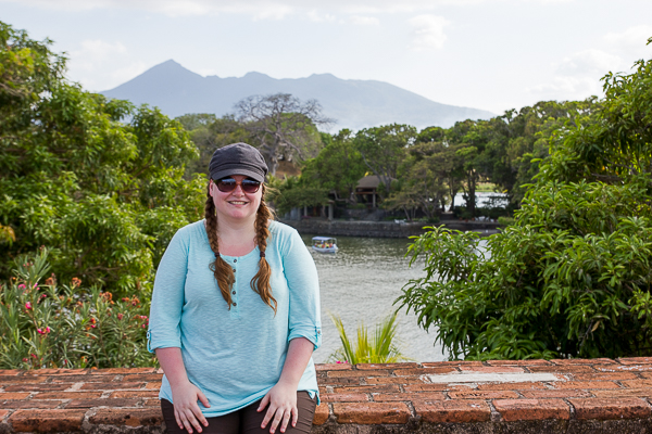 Jennifer en el fuerte de Las Isletas, cerca de Granada en Nicaragua