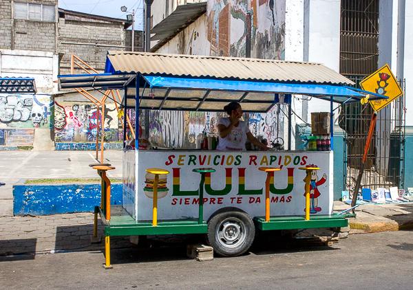 Los quioscos de comida abundan en León, Nicaragua