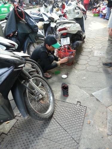 Laveur de souliers - Hanoi, Vietnam