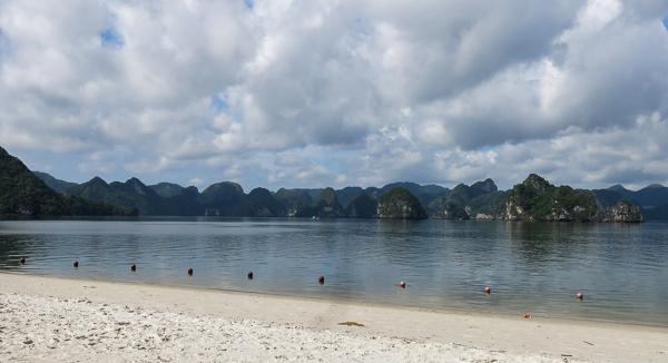 Plage de la baie d'Halong, Vietnam