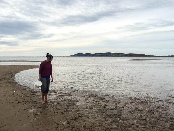Dominique - Pêche aux coques - Pointe-de-l'Est - Îles de la Madeleine