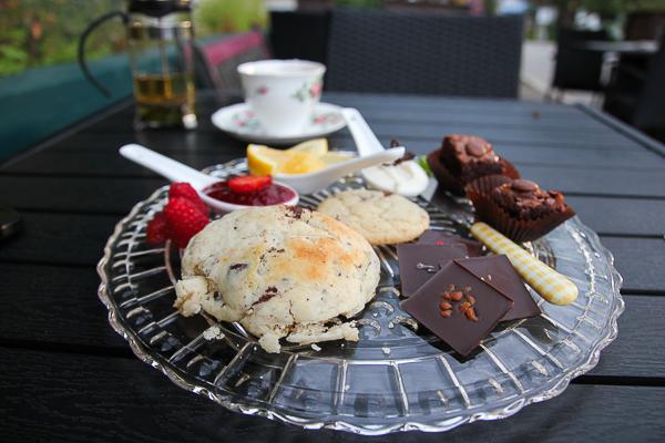 Thé à l'anglaise, version modifiée - Auberge La Chocolatière - North Hatley - Cantons-de-l'Est - Chemin des Cantons