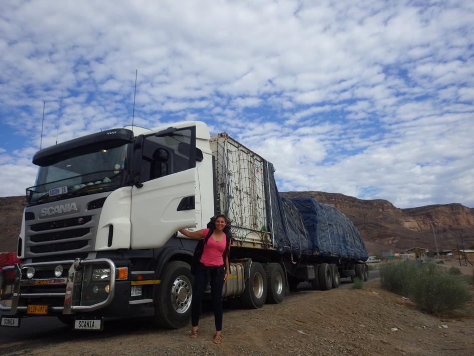 Andréanne en Afrique avec gros camion
