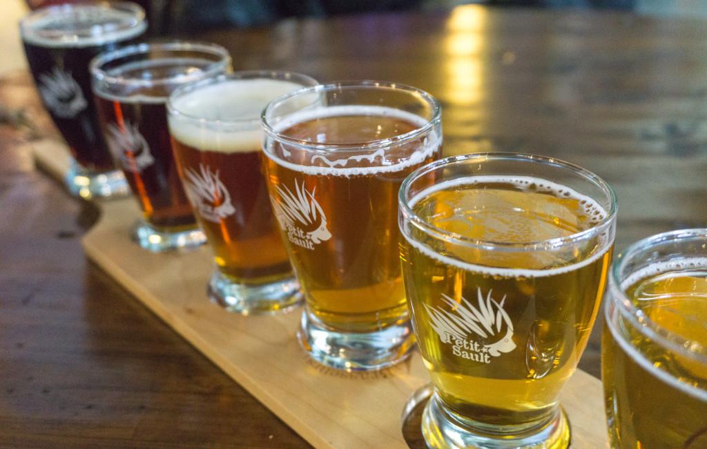 Plateau de degustation de bieres de la microbrasserie du Petit-Sault