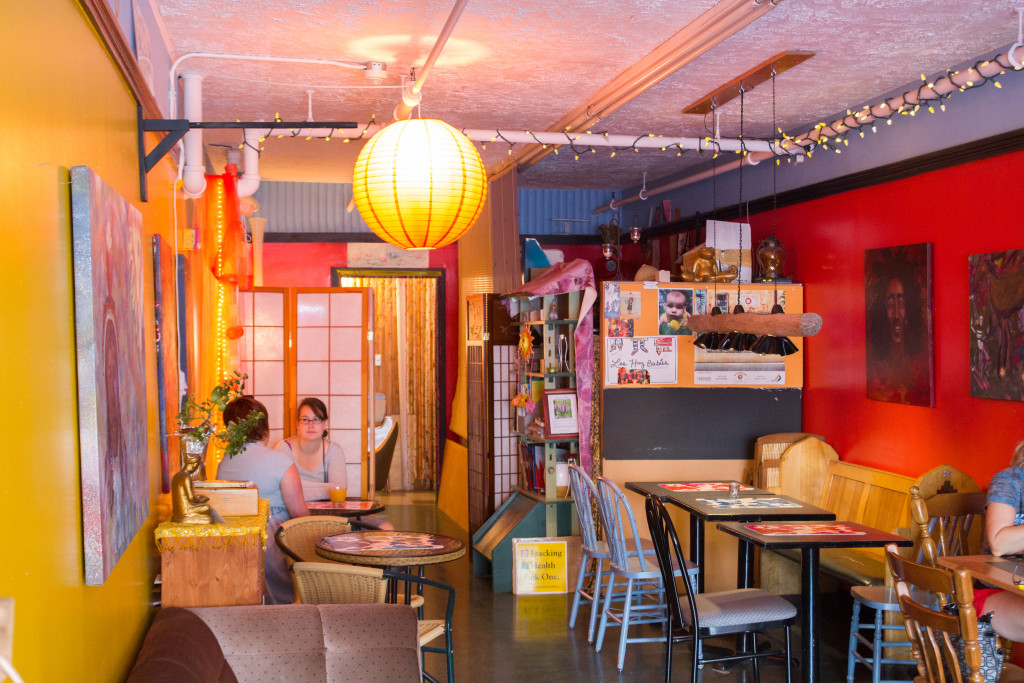 Salle a manger du Lotus Bleu - restaurant vegetarien dEdmundston