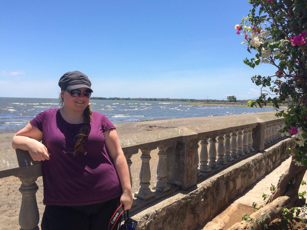 Jen devant le Lago NIcaragua a Granada