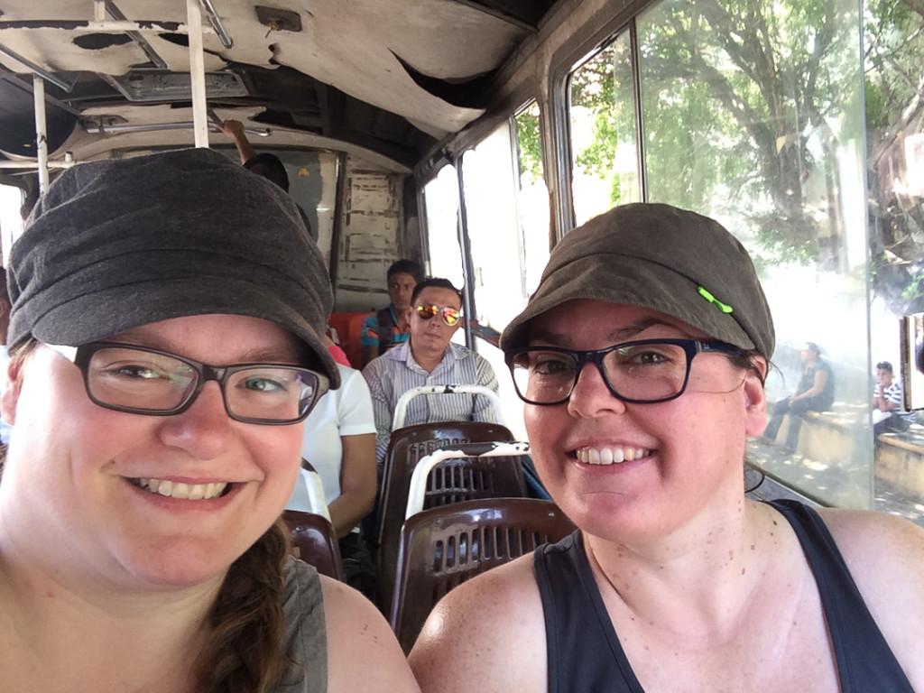 Jen et Anne dans le bus