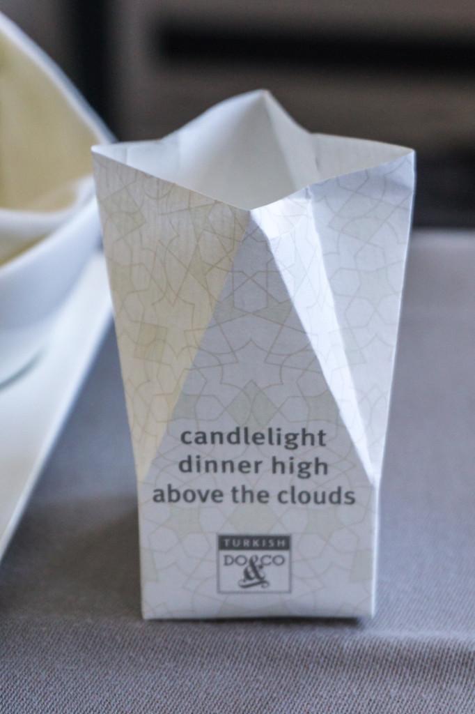 Repas aux chandelles a bord dun avion