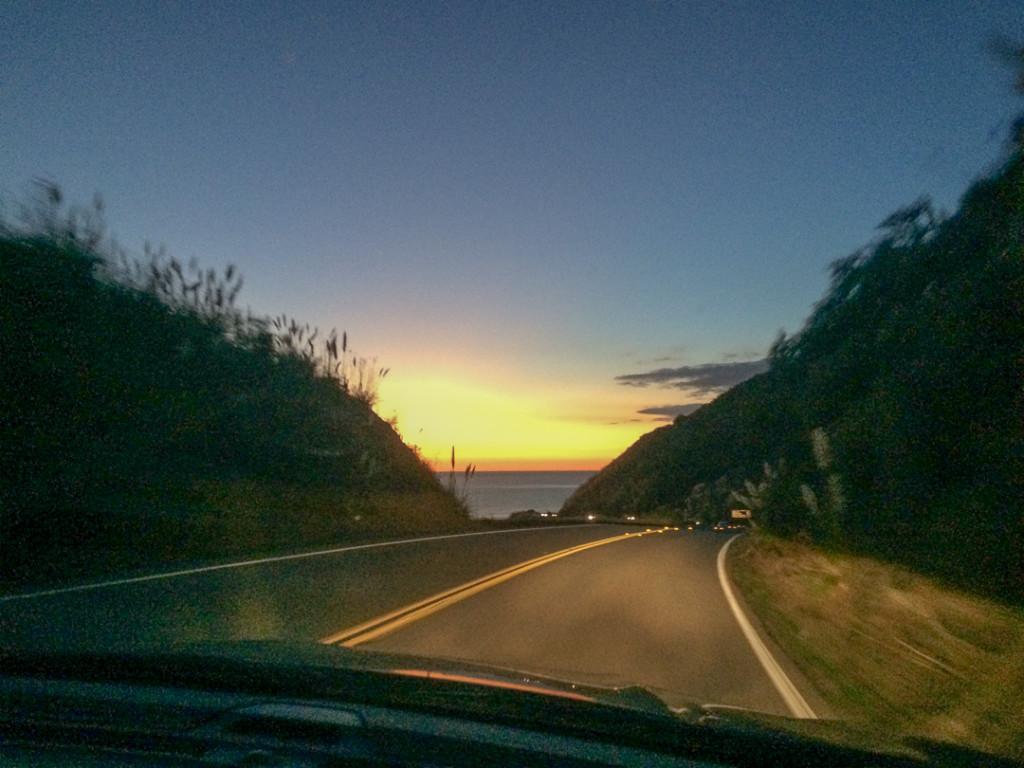 Route au coucher de soleil - Voiture de location Californie