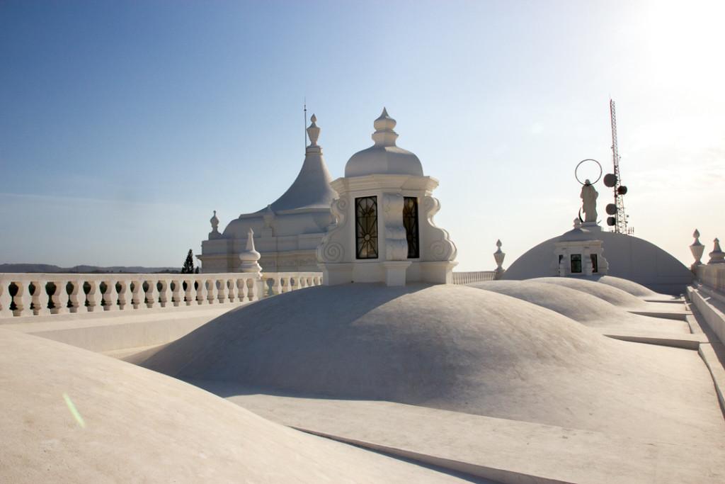 Toit blanc de la cathedrale de Leon